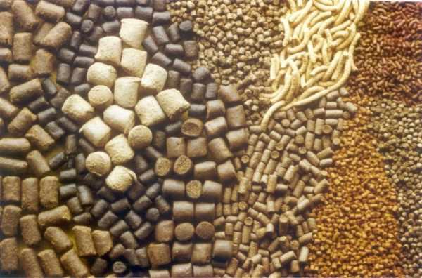 Различные гранулированный комбикорма