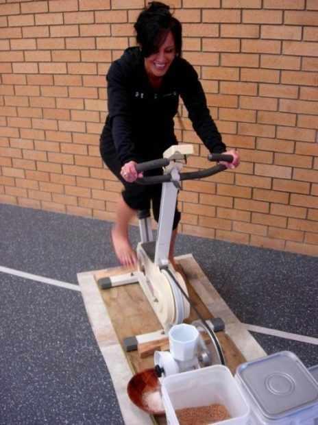 Механическая мельница на велоприводе