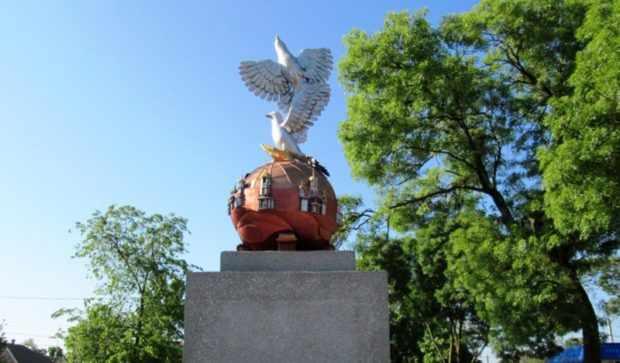 Памятник голубям в Вилково