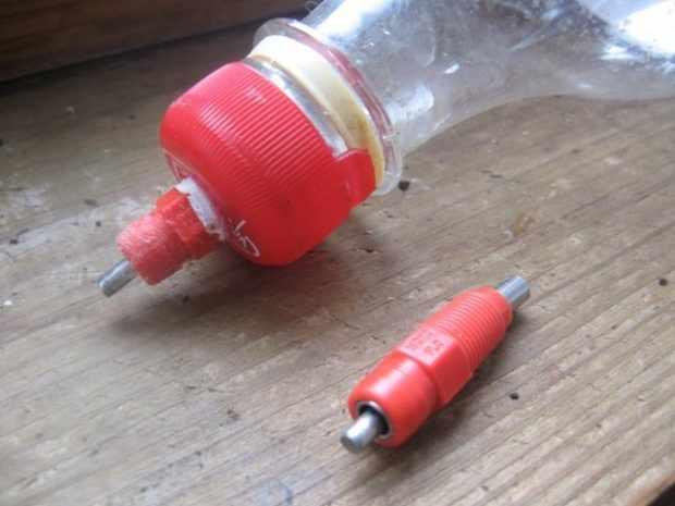 Ниппельная поилка из бутылки - самый простой вариант