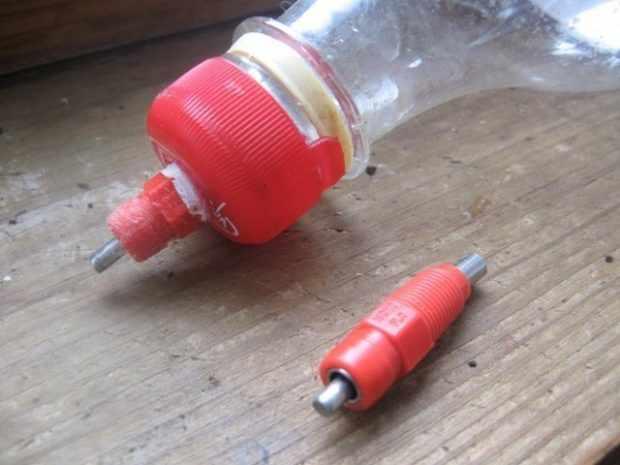Самодельная поилка из бутылки