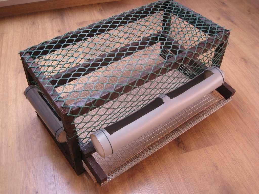 Клетка из пластиковой сетки