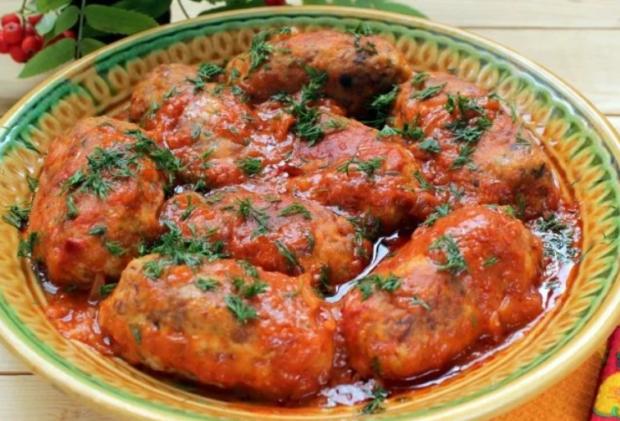 Гречневые котлеты в томатной подливке