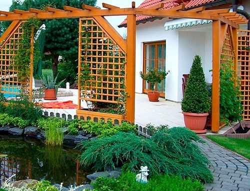 Деревянные садовые решетки
