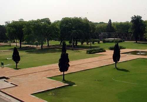 Сад у мавзолея Хумайюна в Дели