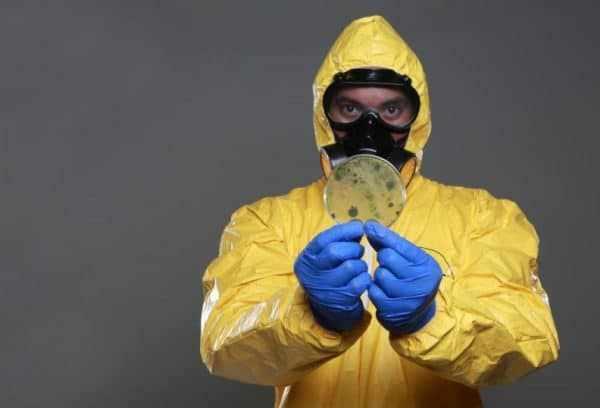 Так как Энтомозан - это ядохимикат, то необходима спецодежда при его использовании